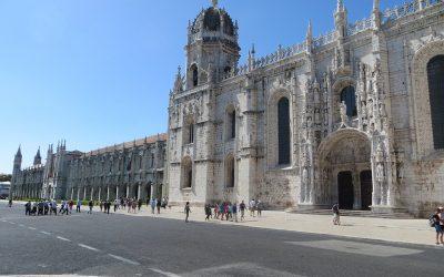What hides Mosteiro dos Jerónimos?
